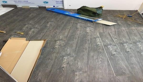 làm sàn nhựa vân đá giá rẻ, báo giá sàn nhựa giả gỗ, thanh lý sàn nhựa vân gỗ hà nội,