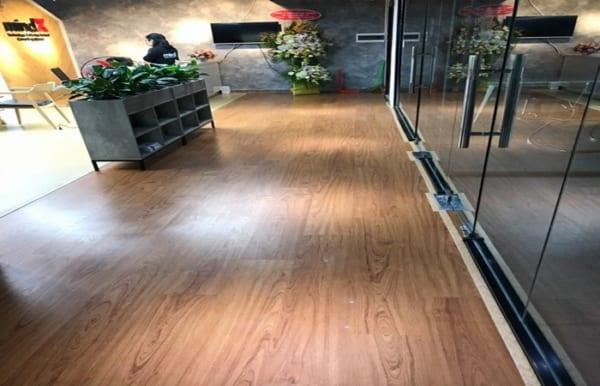 báo giá sàn nhựa hèm khóa, làm sàn nhựa giá rẻ tại hà nội, tìm đại lý sàn nhựa vân gỗ,