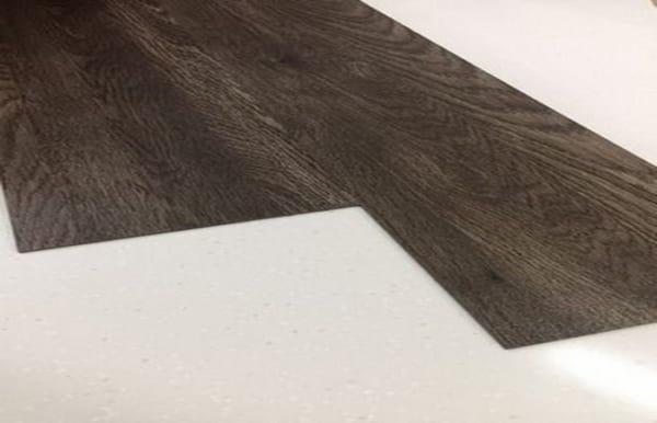 sàn nhựa cao cấp hàn quốc , báo giá sàn nhựa giả gỗ tự dán, thanh lý sàn nhựa vân gỗ spc,